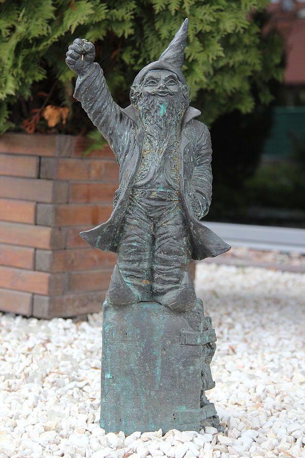 Jasek (Gościnek) wrocławski krasnal znajdujący się przed Hotelem Jasek przy Sułowskiej 39; autor: Beata Zwolańska–Hołod