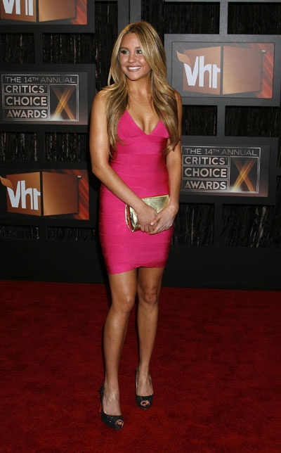 Amanda Bynes super cute in Hot Pink