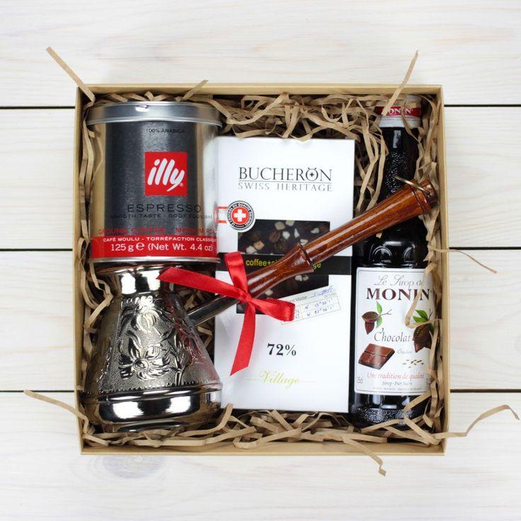 Этот кофейный подарочный набор подойдет как для девушки так и для мужчины. В состав входит: турка, швейцарский шоколад, французский сироп, итальянский кофе и т.д.