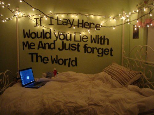 I like the lights around the top of the bed.