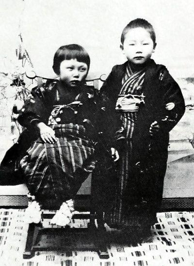 6歳当時の賢治と妹トシ