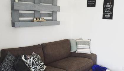 Pallet-Libreria Fai Da Te: decorare una parete con un bancale!