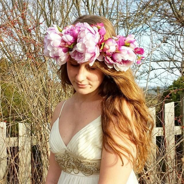 Look at our peonies!!! We are over the  moon for this amazing floral crown by @brookehelendesigns! #afloral #flowercrown #peonies #bohemian #wedding  Regram: @brookehelendesigns Photo shoot on the CT shore today! Silk peony and sweet pea floral headpiece   model: @ellenlehet