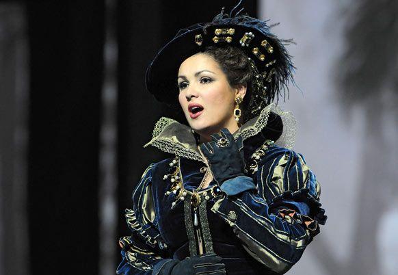 Anna Netrebko as Anna Bolena .
