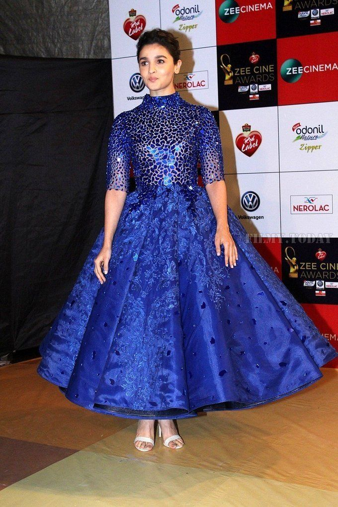 192d19078faa Photo: Alia Bhatt looking hot in Blue Dress as she attend Zee Cine Awards -  HD Photos