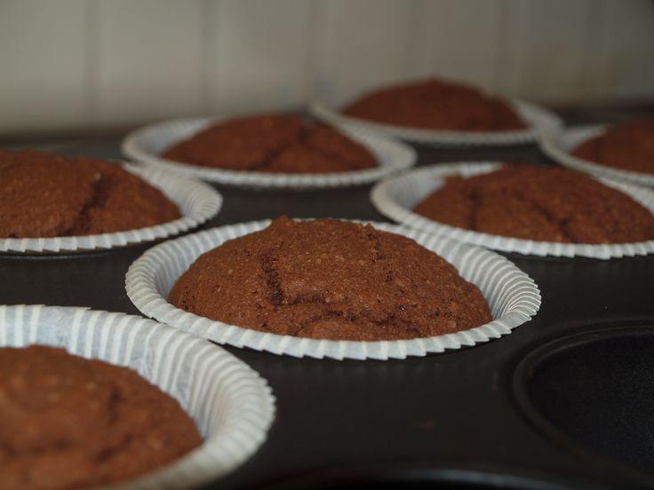 Kaikille ystäville <3 Muffinssi: 3 luomumunaa 0.75 dl kookossokeria ripaus suolaa 100 g voita 1 dl cashewmaitoa / kookosmaitoa / mantelimaitoa 1 dl mantelijauhetta 2 dl kookosjauhoja 1 tl psylli...