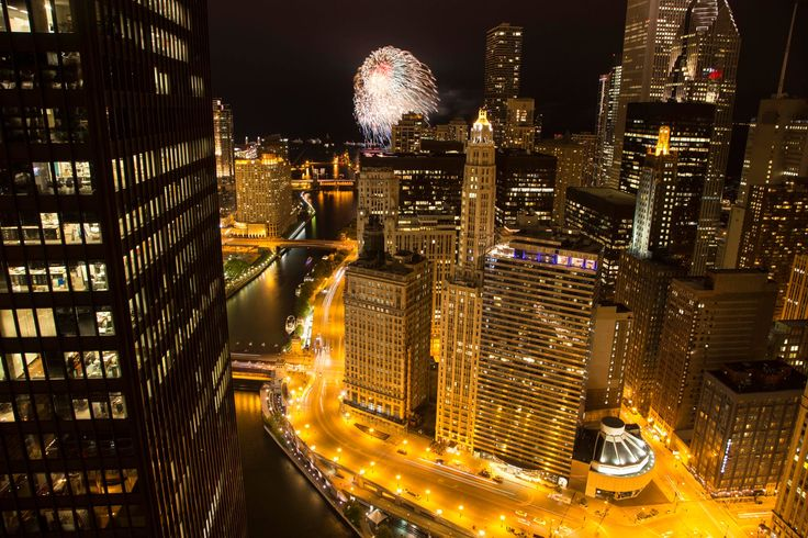 Chicago Fireworks from the Rooftop. Pinned by #CarltonInnMidway - www.carltoninnmidway.com