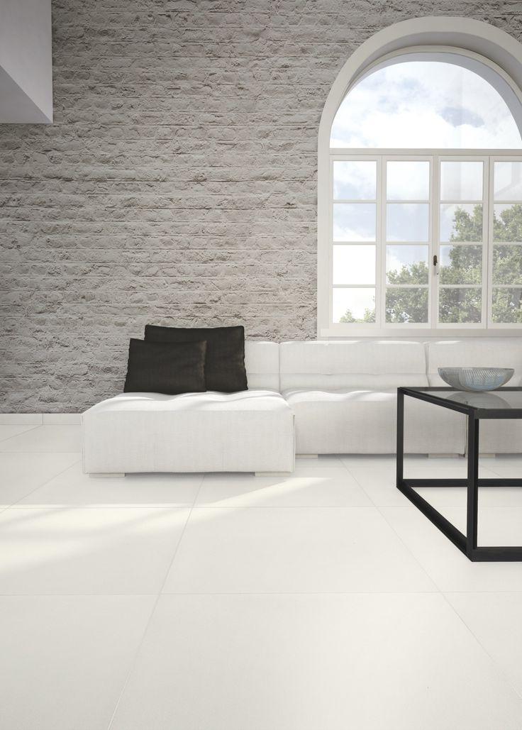 Witte vloertegels, wat een effect op het interieur.