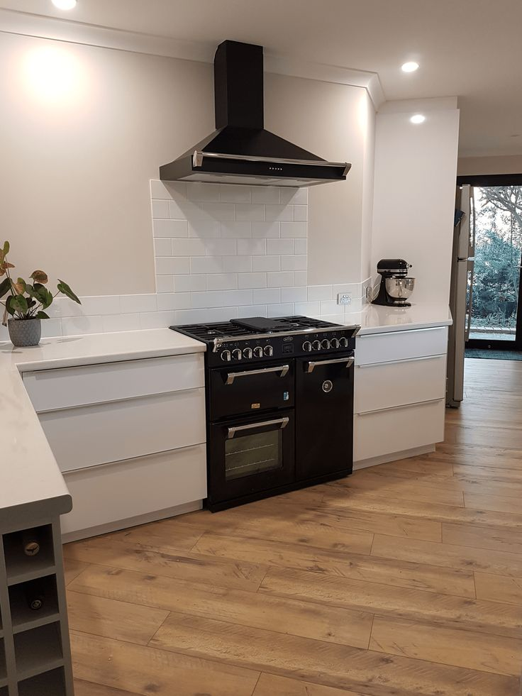 The Richmond kitchen hoods match your range cooker for the ultimate appliance statement. Not only striking, but also super effective at silently getting rid of unwanted odours, vapours and smoke while cooking!