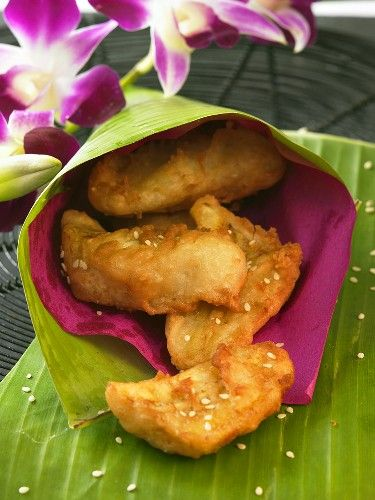 Recipe for Thai Style Fried Bananas - Try some of these delicious Thai Style Fried Bananas that not only taste just like banana fritters. They make wonderful snacks and can be enjoyed almost anywhere in Thailand from portable road-side stalls to floating markets.