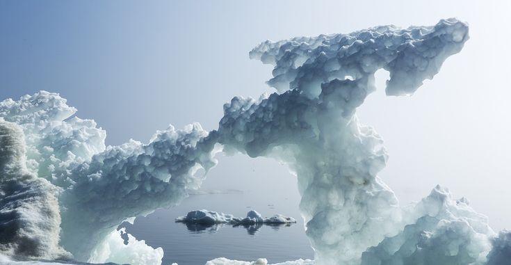 Первое известное письменное свидетельство о существовании замерзших арктических морей появилось в средние века. Исследователями, записавшими увиденное для будущих поколений, были вовсе не мореплаватели или путешественники, а гэльские монахи, которые отплыли из Ирландии на север в поисках Бога. Подробнее: http://portulan.ru/?p=1858 #лед #снег #Арктика #Антарктида #север #Ирландия #Исландия #монах #отшельник #климат #география