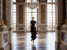 Fantastic Versailles garden and Dior fall classic outfits. Фантастический Версаль и классические образы сезона осень-зима от Дома Диор.