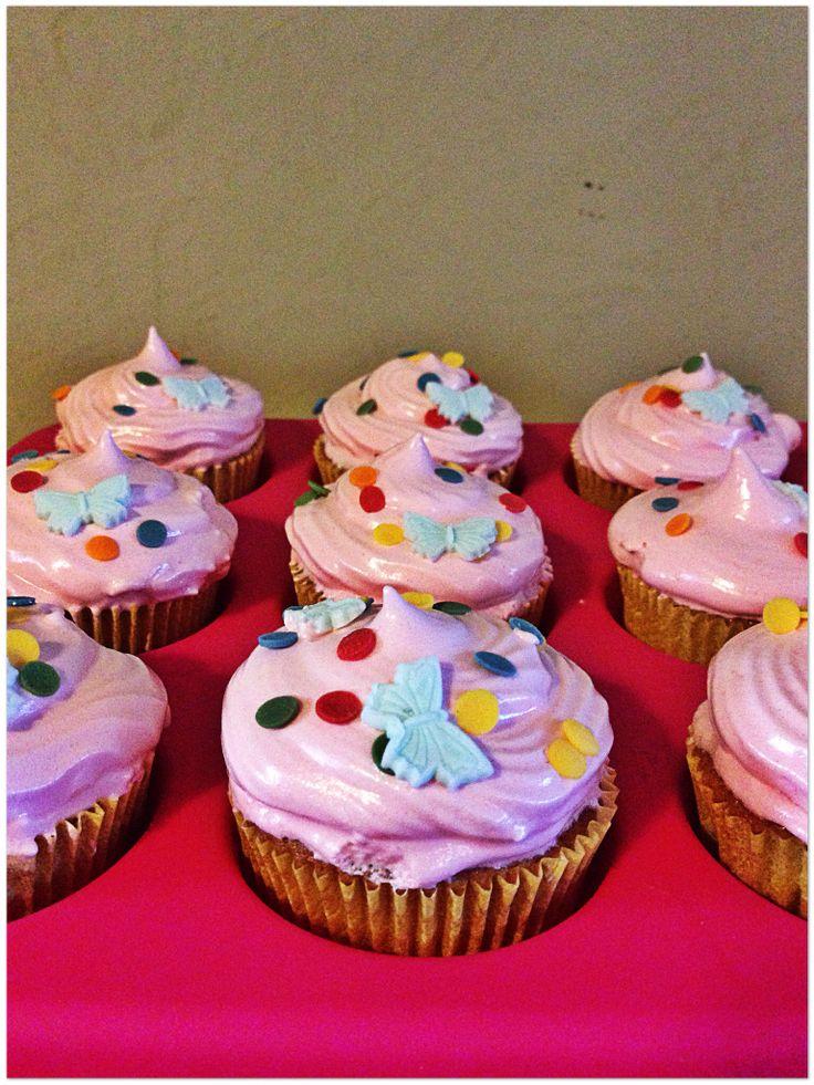 Cupcakes de chocolate blanco y frosting de fresa