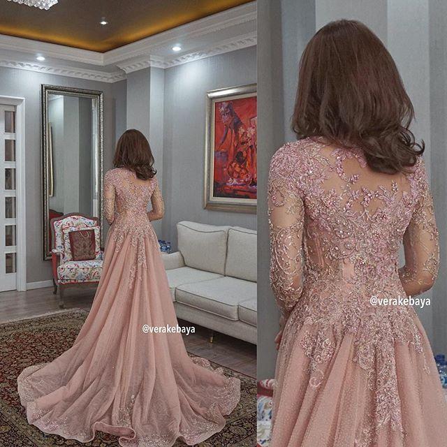 #weddingdress #fittings #bride #pengantin #kebaya #swarovski #backdetail #handmade