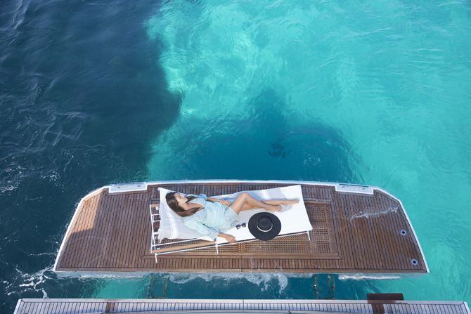 Prestige 750 - Kat Marina - Hydraulic teak bathing platform