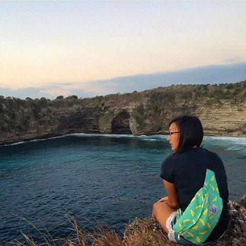 Enjoy the afternoon in Nusa Penida with Waist Bag Banana from Cub Traveler, Thanks for the beautiful photo shoot to Audrie Jiwa Jenie, #afternoon #bali #nusapenida #cubtraveler #waistbag #bags #banana #fruit #seasides #island #exploreindonesia #products #slingbag #outdoors #holiday #vacation #traveling #traveler