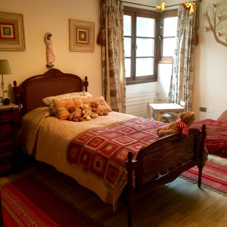 Pale color girls room. Crochet cotton bedspread.(MOS)