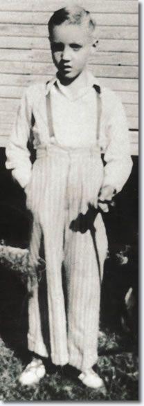 Elvis Presley 1943 #celebrities, #pinsland, https://apps.facebook.com/yangutu