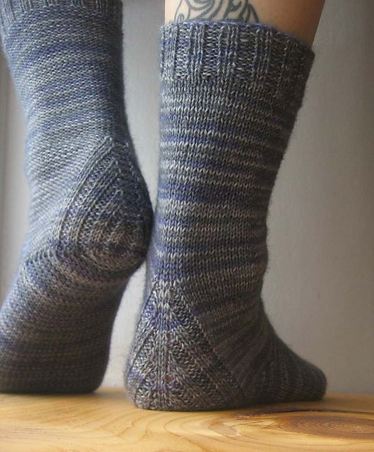 Ravelry: Vanilla is the New Black pattern by Anneh Fletcher. Top-down sock with a heel constructions that doesn't require you to pick up stitches.