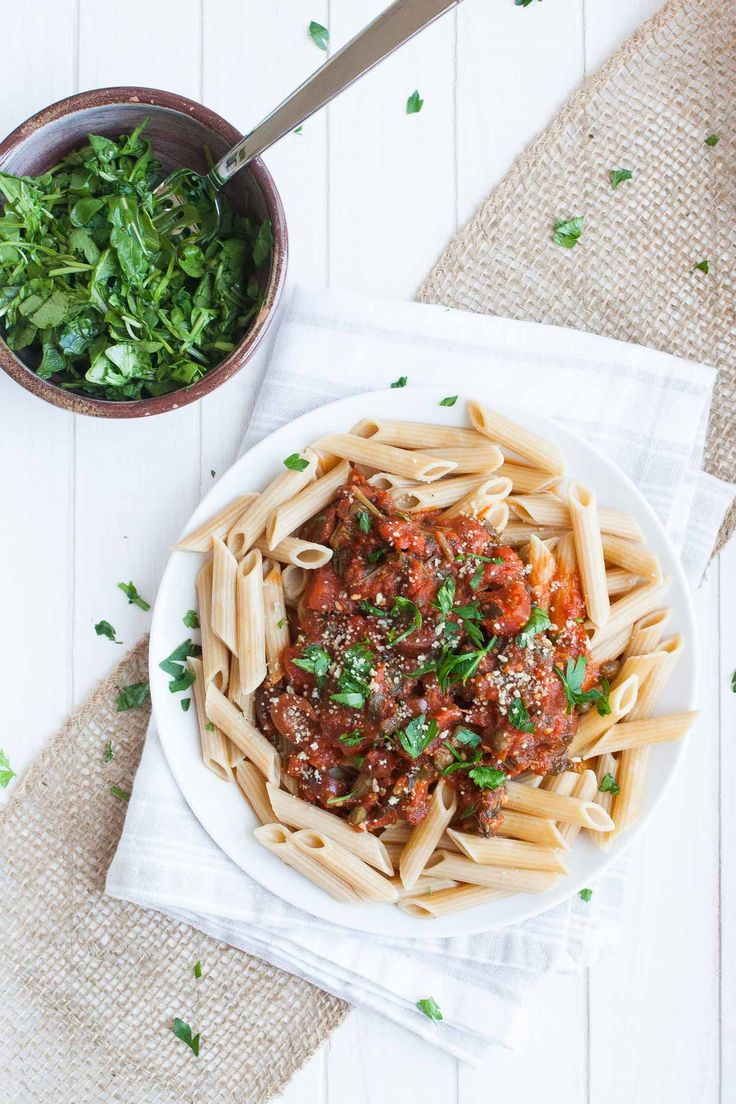 Organic food delivery meals with fresh ingredients made in under 30 minutes! Check out my review on Terra's Kitchen and a recipe for vegan pasta puttanesca.