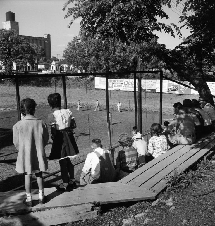 Gordon parks never before seen photos of 1950s segregation gordon parkspark photographywhite photographylife magazineblack