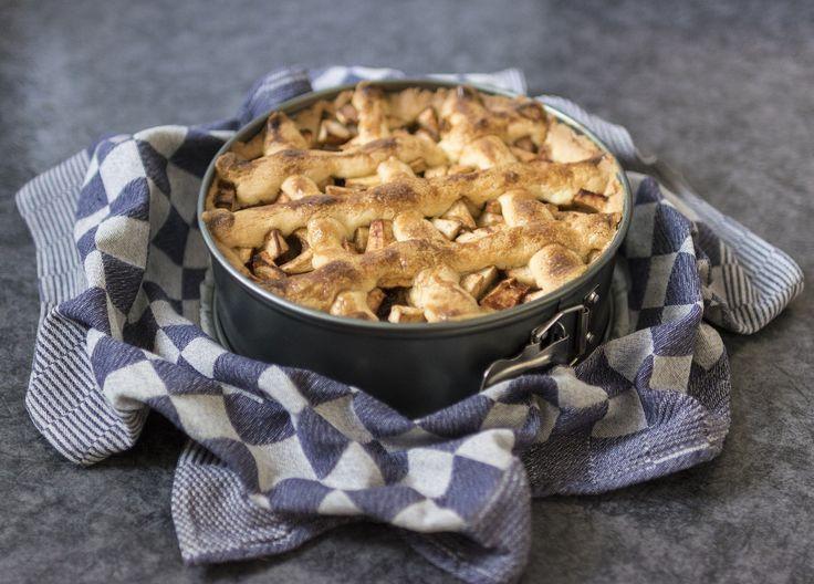 De allerbeste appeltaart ter wereld? Die maak je met een vulling van goudreinetten, abrikozenjam en beschuiten. Zo maakte oma 'm ook!