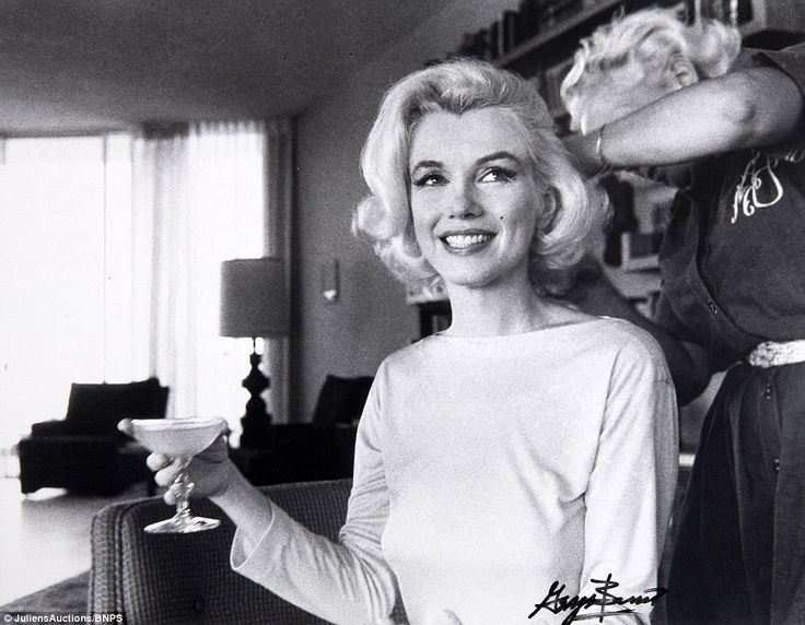 There are 33 photographs of Monroe taken by Barris just weeks before the legend's untimely passing on Santa Monica Beach and in the Hollywood Hills