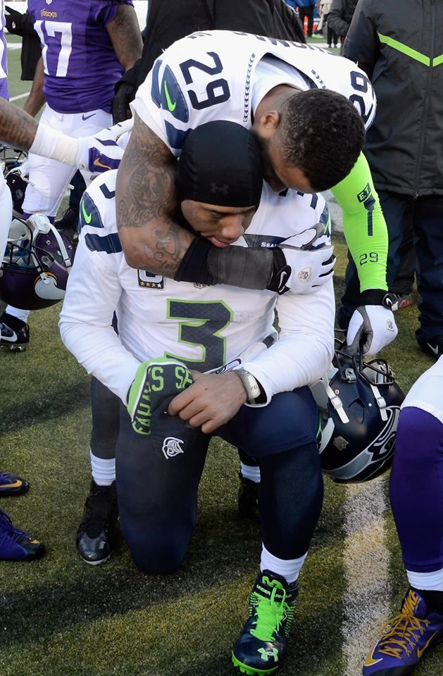 Russell Wilson & Earl Thomas, thanking God for their win over the Minnesota Vikings Jan 10, 2016 - another Ice Bowl!