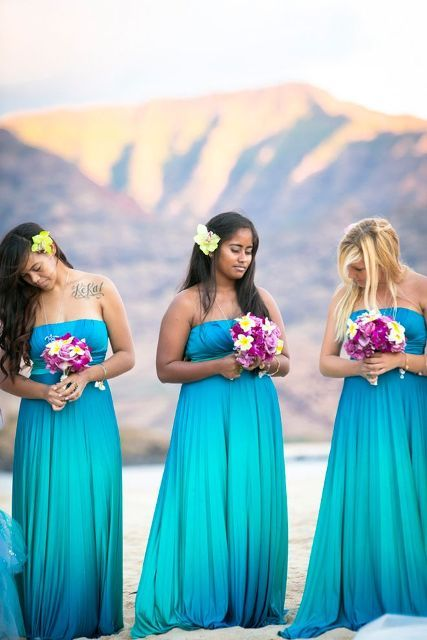 THIS WEBSITE HAS IT ALL!!!!! 30 Romantic Blue Beach Wedding Ideas Weddingomania | Weddingomania