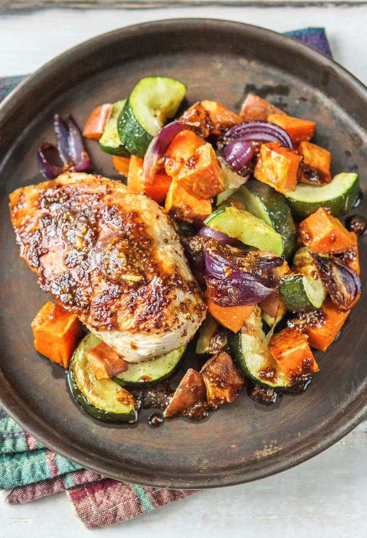 The honey-mustard sauce is the star of this easy chicken dish! Get $25 off your first HelloFresh box now with code HELLOPINTEREST.
