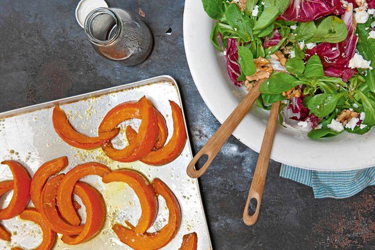 Das Rezept für Geschmorter Kürbis auf Feldsalat mit allen nötigen Zutaten und der einfachsten Zubereitung - gesund kochen mit FIT FOR FUN