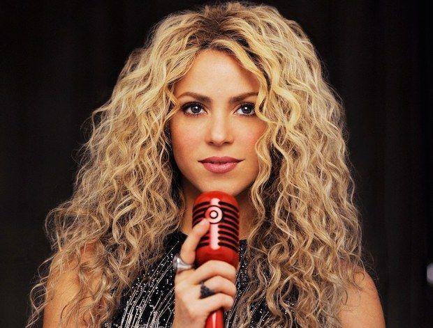 Shakira chante et danse Enta Omri d'Oum Kalthoum