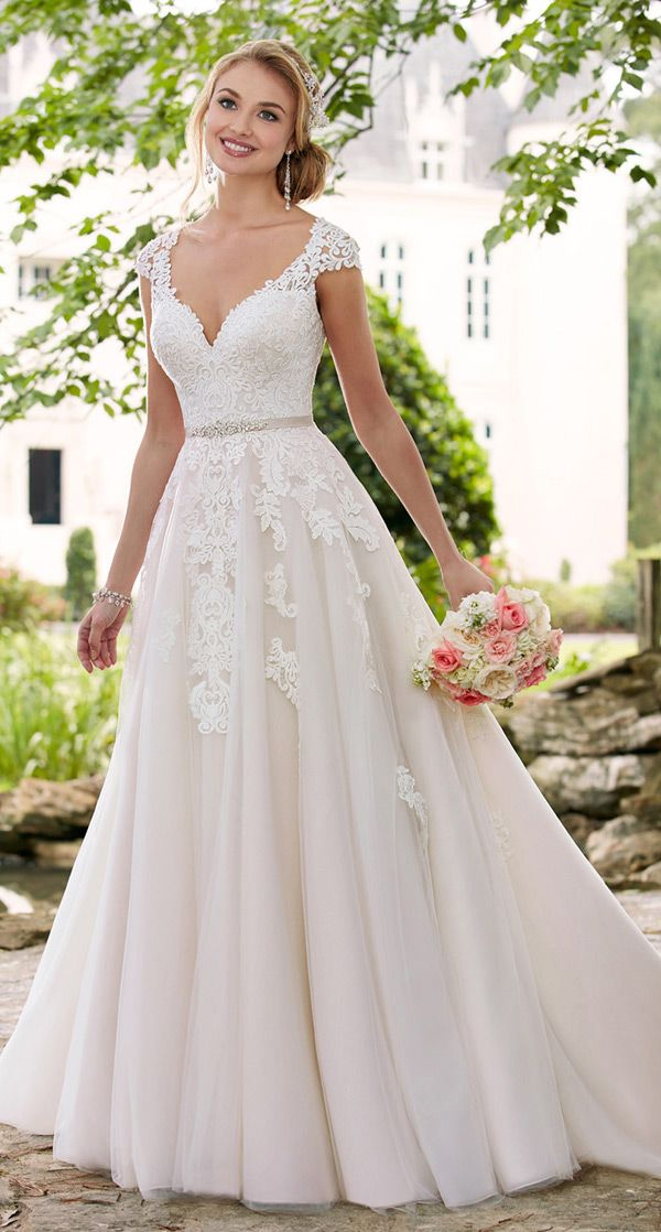 Junoesque Tulle V-neck Neckline Natural Waistline A-line Wedding Dresses With Lace Appliques