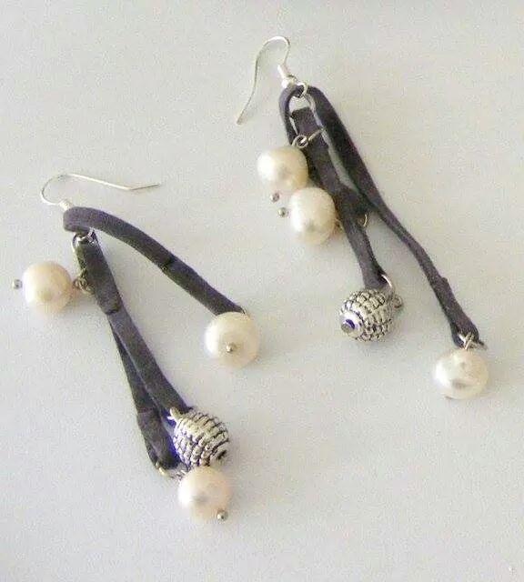Orecchini in pelle, perle vere e argento