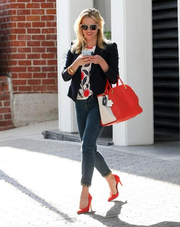 Reese Witherspoon style: Jeans and heels, blazer