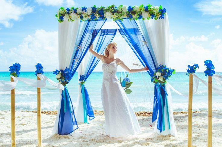 Свадебная арка. Синий и белый. Бамбуковая дорожка.