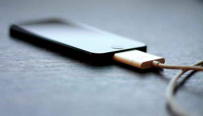 Batterie Smartphone: i caricabatterie economici non funzionano a dovere? Torniamo a parlare di ricarica del nostro smartphone (tramite il caricabatterie) perche` un nostro lettore ci pone il quesito in oggetto, cerchiamo di capirci qualcosa in piu` sui prodotti economici