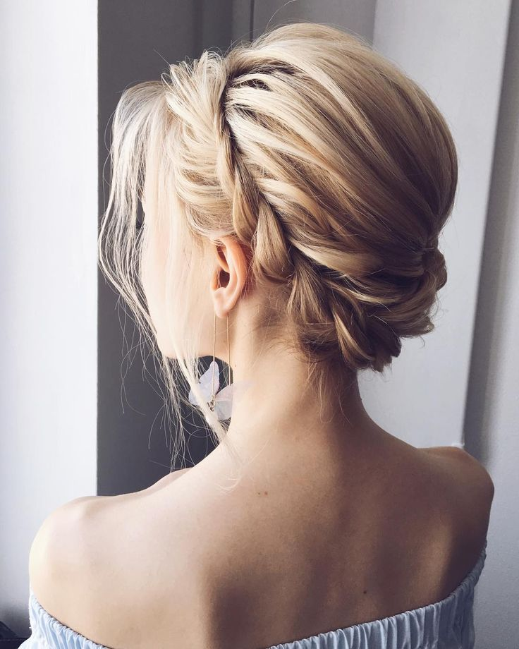 Fabulous Hairstyles for Every Wedding Dress Neckline. Whether you're a summer ,winter bride or a destination bride...hairstyles to match dress neckline,best hairstyle to wear with strapless dress,hairstyles for sweetheart neckline dresses, bride hair down for off the shoulder wedding dress