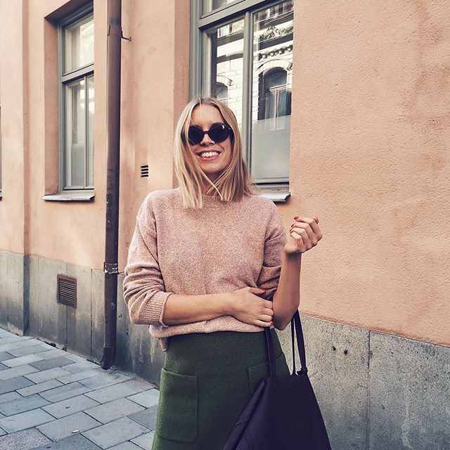 Hanna Stefansson wearing Cropped Pullover