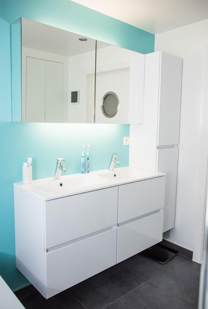 Deze blauwe badkamer is jong, fris en heel functioneel. Ideaal voor een jong…