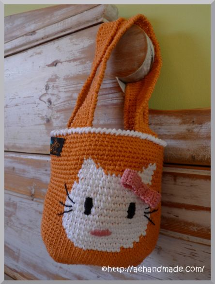 Free Crochet Pattern : Hello Kitty Tote. Gratis mönster på virkad Hello Kitty väska