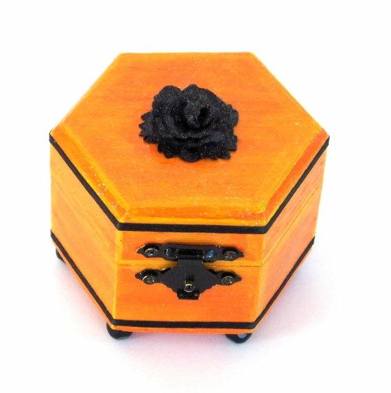 Trinket Box Handpainted Wood Box Small Decorated Box by rrizzart, $12.00Boxes Small, Trinket Boxes, Decor Boxes, Boxes Handpainted, Small Boxes, Wood Boxes