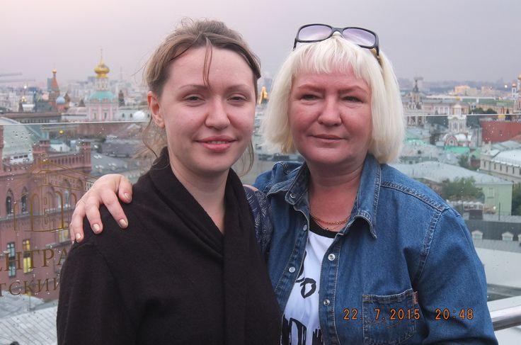 Москва. Мама Лиля с дочкой Леночкой.