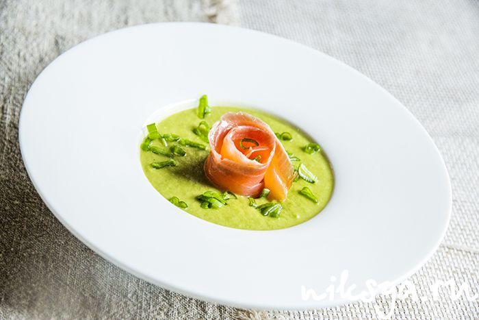 Суп из зеленого горошка с копченой семгой
