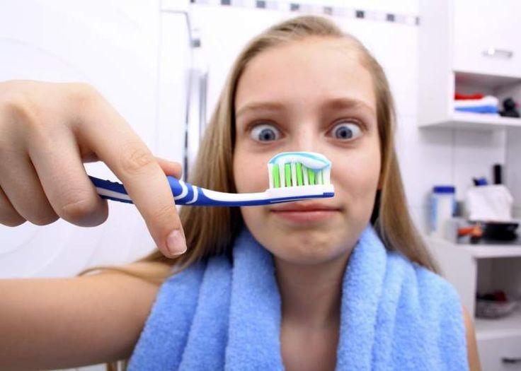 cuidado com o resto de comida escondida na escova de dente