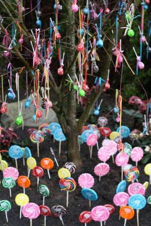 DIY Lollipop Tree.  Maybe at an Easter Egg hunt or someplace with hundreds of kids.