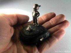 Csókolj meg! (Kislány békaherceggel) bronz szobor miniat