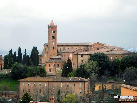Сиена. Базилика Санта Мария дей Серви, также известная под названием Сан Клементо, - церковь в Сиене, построенная на месте храма, в 1234 году приобретенного орденом сервитов и присоединенного к новому монастырю.