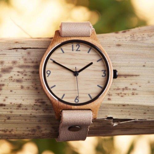 ¡Somos fieles seguidores de las aventuras de Mambo na mambo! Esta vez y desde Sudáfrica, Ana y Jorge nos descubren este reloj de cuero y bambú con un diseño muy sencillo y elegante. ¡Ahora puedes conseguirlo en Viloop! #viloop #bambu #reloj #relojes