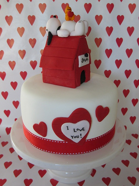 "Snoopy ""I love you"" cake"